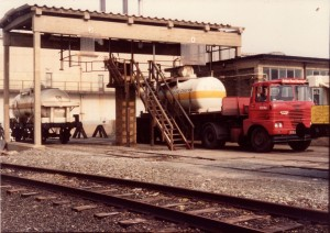 Cl2 tanker on road truck